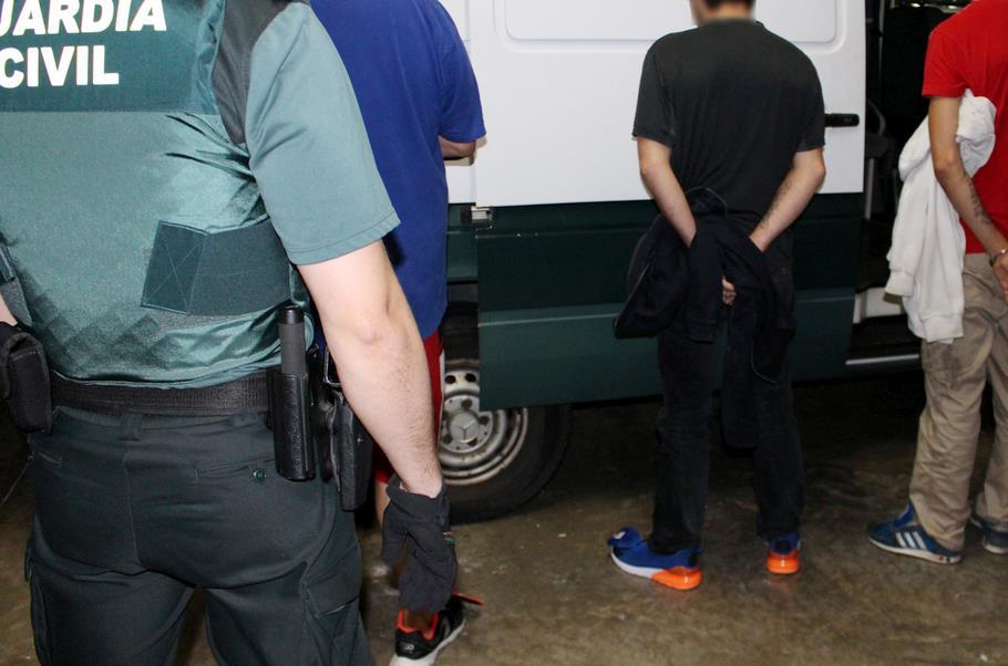 Tres detenidos cuando perpetraban un robo con fuerza en un establecimiento hostelero de El Astillero