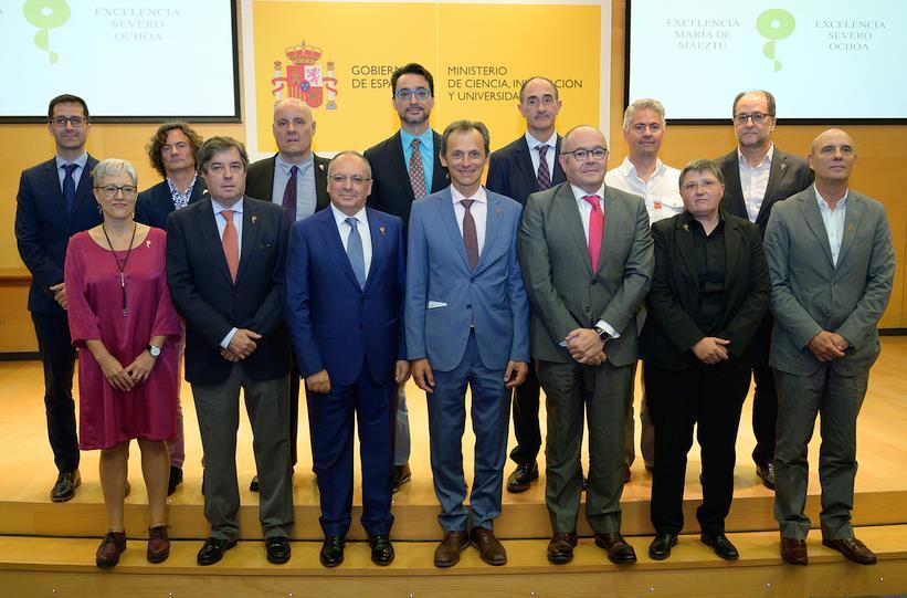 El Instituto de Física de Cantabria recibe del ministro Pedro Duque el distintivo de Centro de Excelencia María de Maeztu