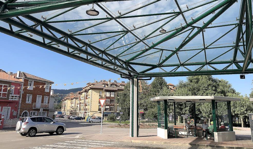 El Gobierno restaura la terminal de autobuses de Sarón