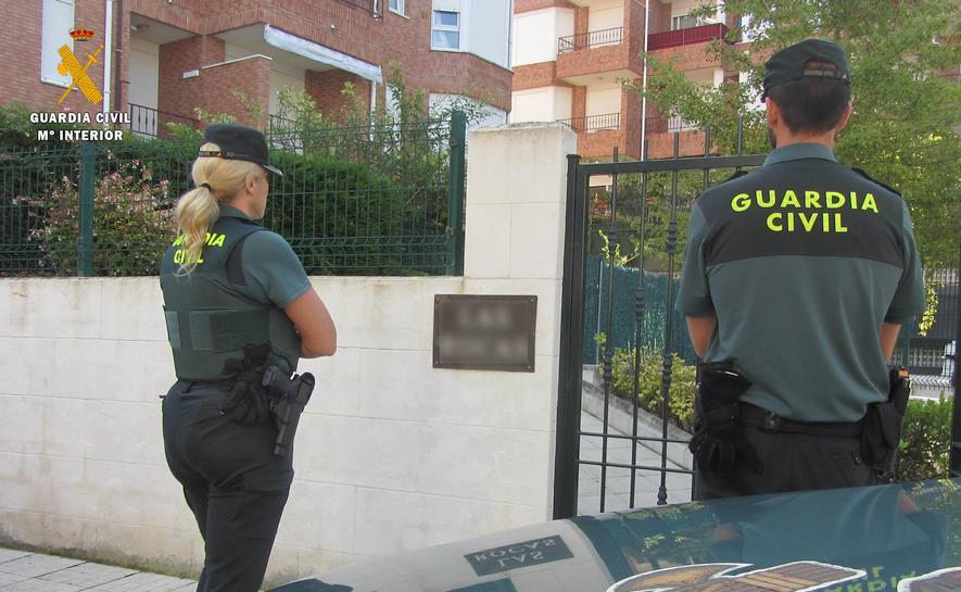La Guardia Civil detiene a dos jóvenes por robos con violencia en Noja