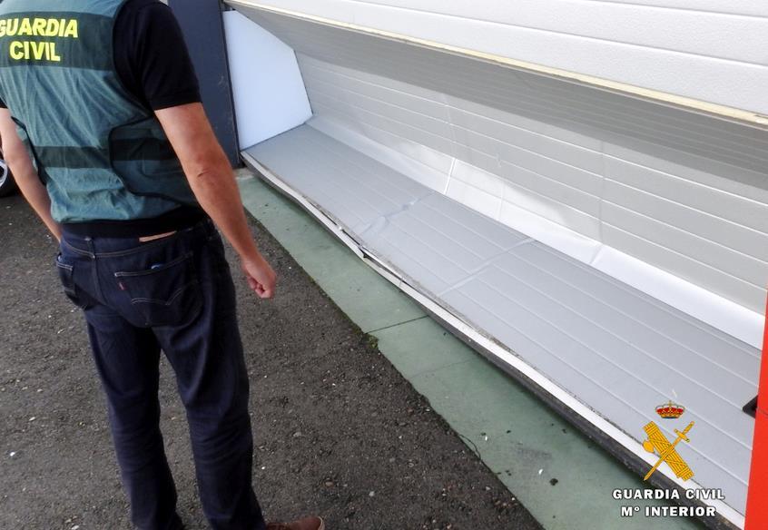 La Guardia Civil detiene a dos hombres por alunizajes en empresas