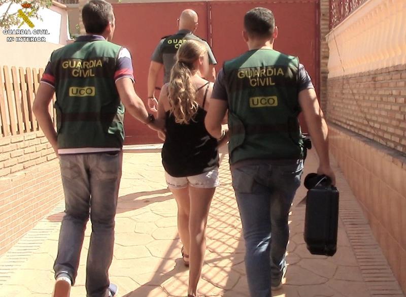 Detenida una madre en Málaga por producir vídeos sexuales con sus hijas y venderlos por internet