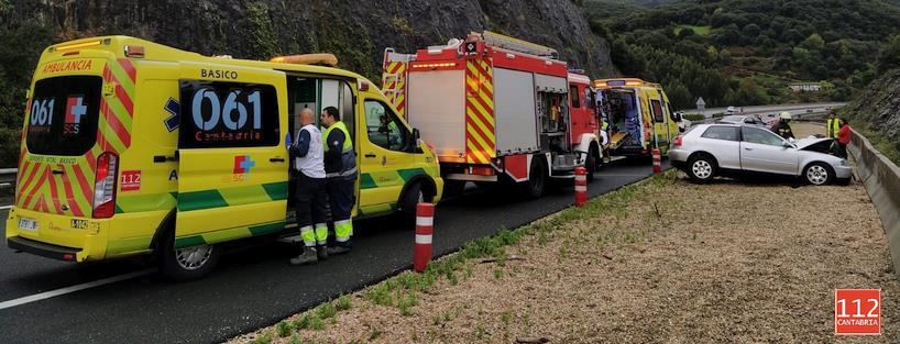Tres heridos leves en un accidente de tráfico en la A-8 a la altura de Liendo