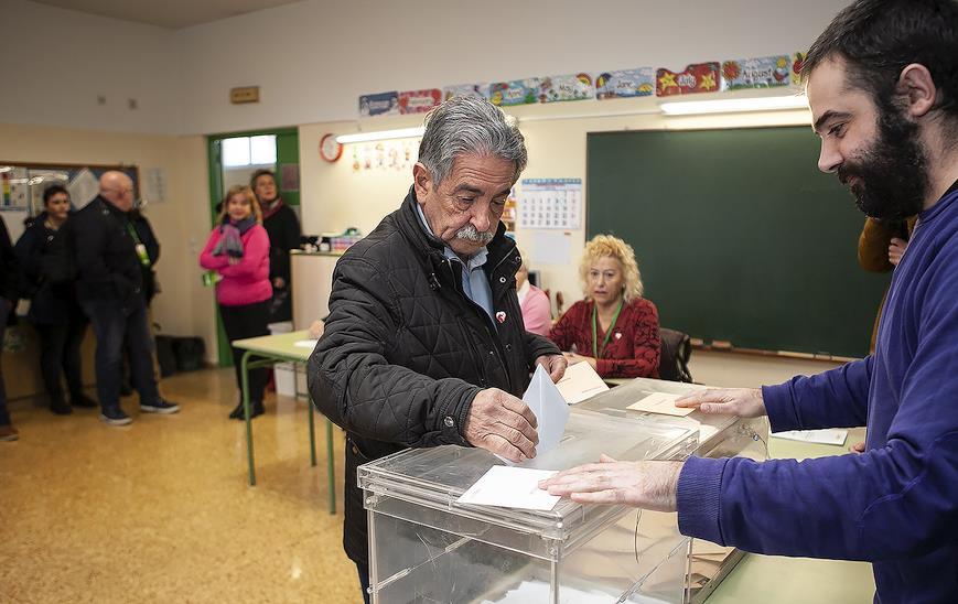 """Revilla anima a votar pese a """"la decepción y la climatología"""" y espera """"un gran resultado"""" para el PRC"""