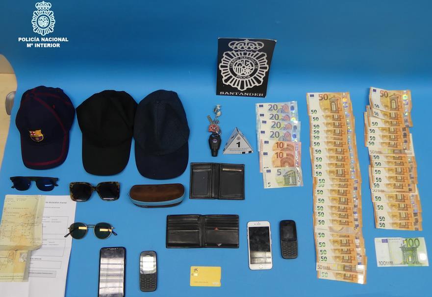 Detenidos dos individuos que hurtaban tarjetas de crédito en establecimientos comerciales y vaciaban las cuentas bancarias