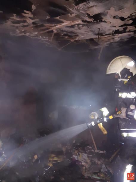 Bomberos de Emergencias Cantabria 112 extinguen un incendio en una vivienda en Requejo (Campoo en Enmedio)