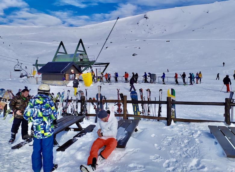 Más de 2.000 personas estrenan la nueva temporada de esquí de la estación de Alto Campoo