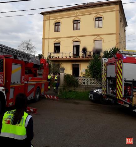 Bomberos de Emergencias Cantabria 112 ventilan y revisan una vivienda en Gama (Bárcena de Cicero)