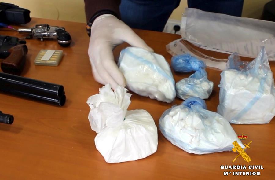 La Guardia Civil realiza 69 detenciones desarticulando un grupo criminal dedicado al tráfico de drogas y las peleas de gallos