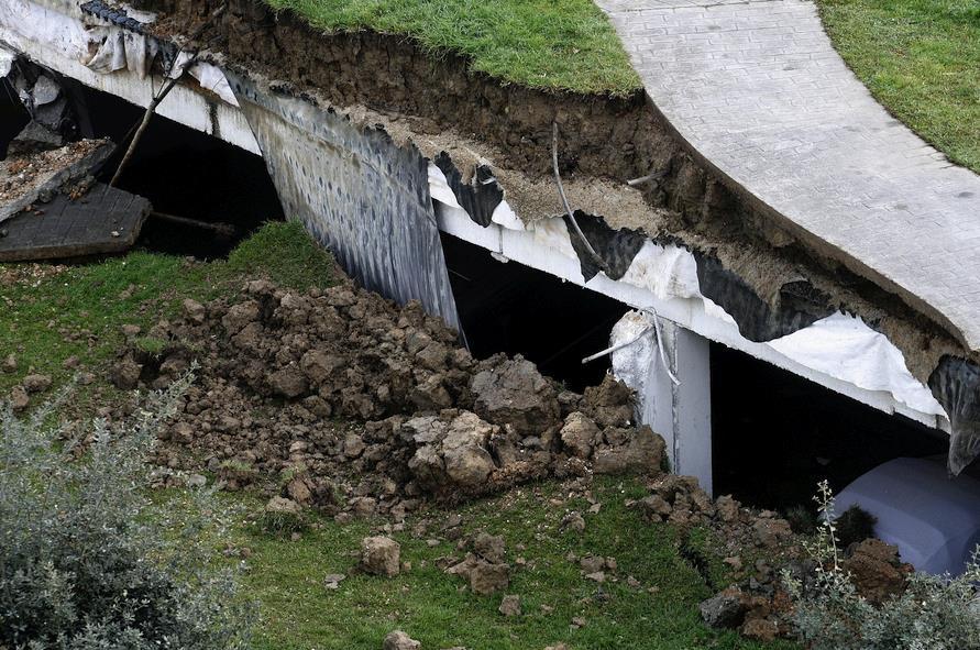 Derrumbe del aparcamiento de Nueva Montaña - (C) David Laguillo - CANTABRIA DIARIO