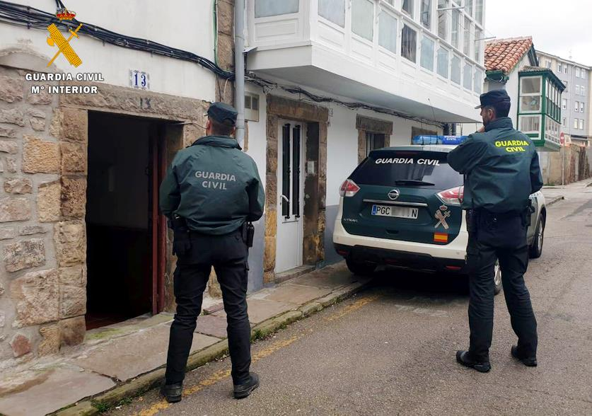 La Guardia Civil auxilia en Reinosa a una familia intoxicada por CO2