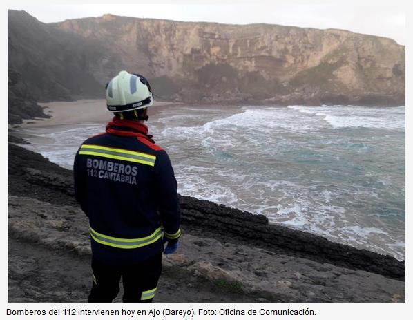 El helicóptero del Gobierno rescata el cuerpo de un varón en la playa de Antuerta, en Ajo (Bareyo)