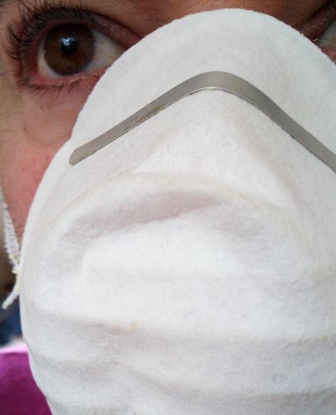 La histeria lleva a la gente a comprar máscaras, que en muchos casos no son efectivas contra el virus - La Federación de Asociaciones de Periodistas de España hace un llamamiento a los medios para informar con rigor sobre el coronavirus