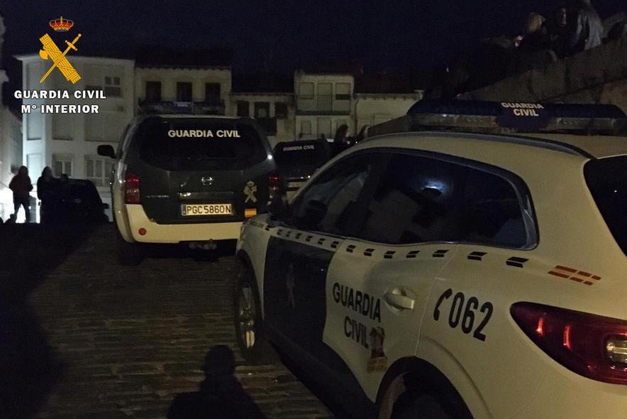 La Guardia Civil instruye 60 denuncias en cinco pubs y discotecas de Laredo, Castro Urdiales, Colindres y Ampuero