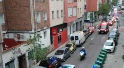 Sanitarios, Bomberos y Policías animan a los vecinos de Santander durante el confinamiento