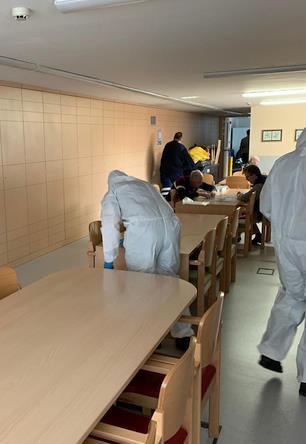 Foto de archivo tomada por la UME durante tareas de desinfección en Torrelavega