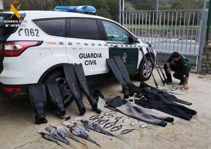 Detenidos tres buceadores por pescar en una zona de especial protección