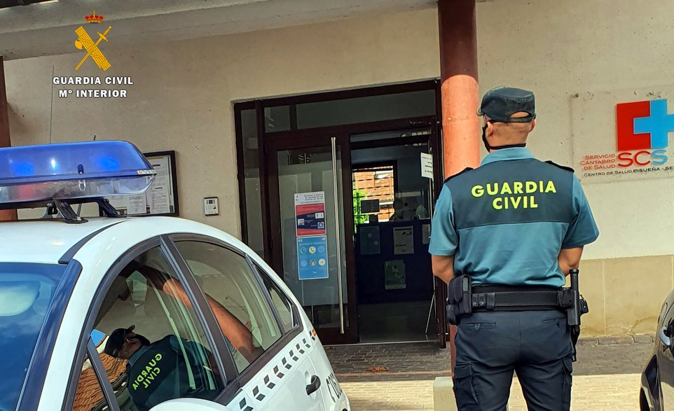 La Guardia Civil investiga a un hombre por amenazas e insultos a un médico del consultorio de Suesa