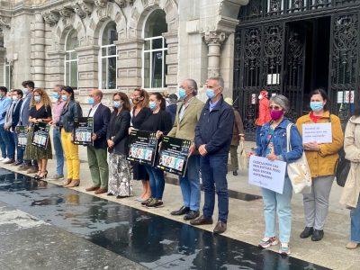 Santander guarda un minuto de silencio por las mujeres y el menor asesinados en Alicante, La Coruña y Barcelona