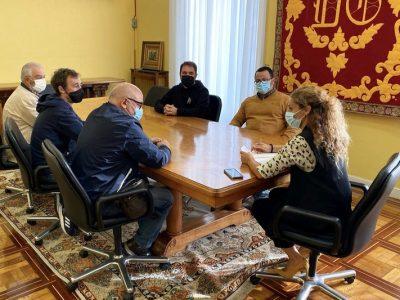 La delegada del Gobierno en Cantabria, Ainoa Quiñones, ha mostrado su solidaridad con estos trabajadores ante el claro incumplimiento de una cláusula del convenio