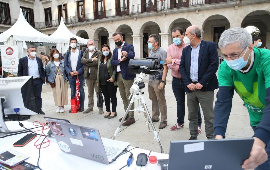 Blanco destaca la labor científica y divulgativa que desarrolla el Observatorio Astronómico de Cantabria