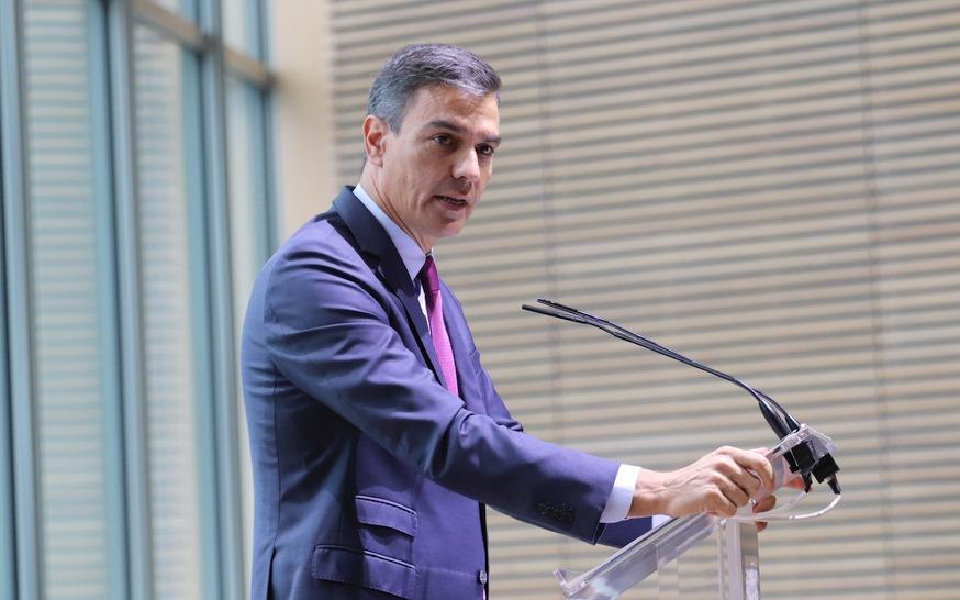 Pedro Sánchez anuncia en Santander que el Gobierno aprobará mañana la subida de quince euros mensuales del SMI
