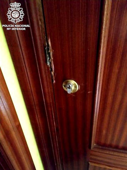 Las detenidas fueron sorprendidas por los agentes tras violentar la puerta de acceso a un domicilio situado en la zona de Valdenoja