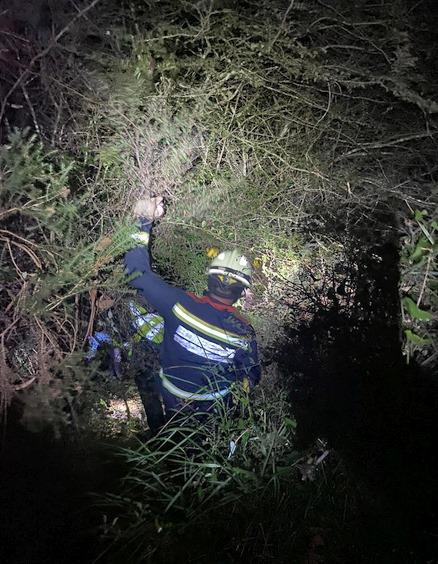 Rescatado un senderista desorientado y atrapado en matorrales en una zona de monte de Valdáliga