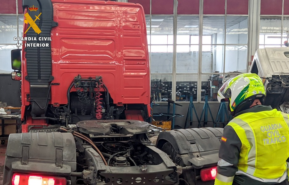 La Guardia Civil investiga al conductor de un camión por manipular el tacógrafo